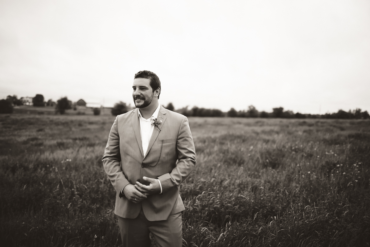 groom portraits feild