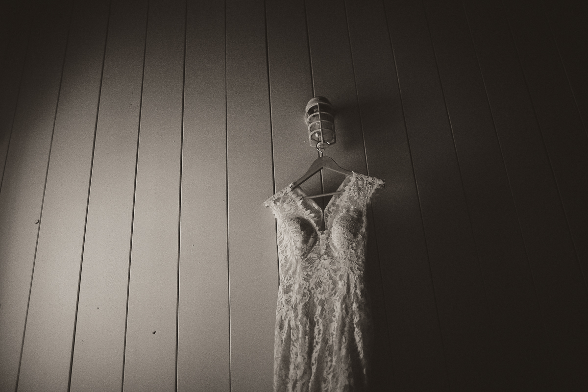 sunshinecoastelopement-wedding dress