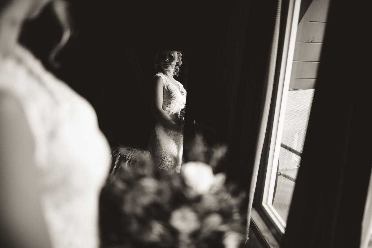 sunshinecoastelopement-bride window light