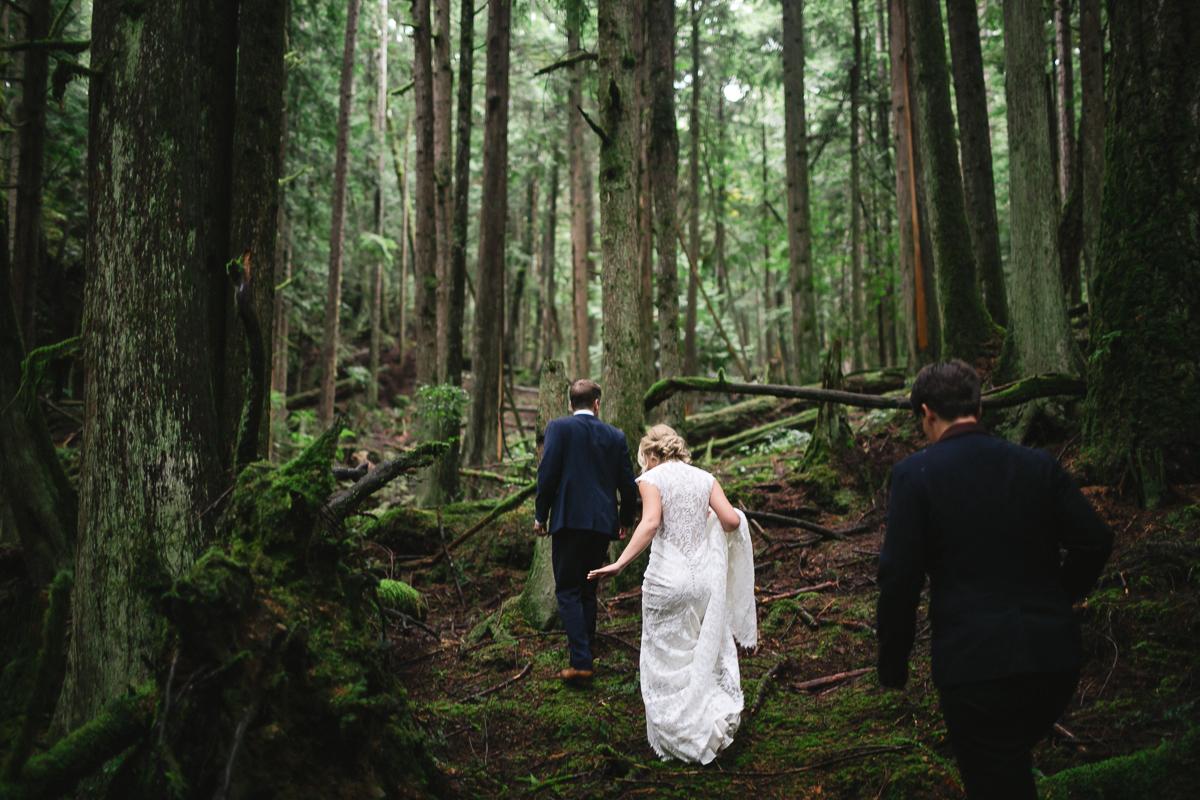 sunshinecoastelopement-walking into woods
