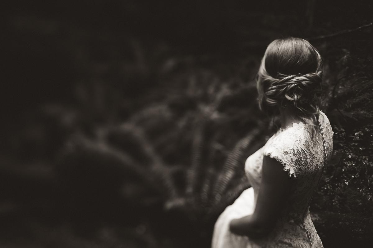 sunshinecoastelopement-bride in woods