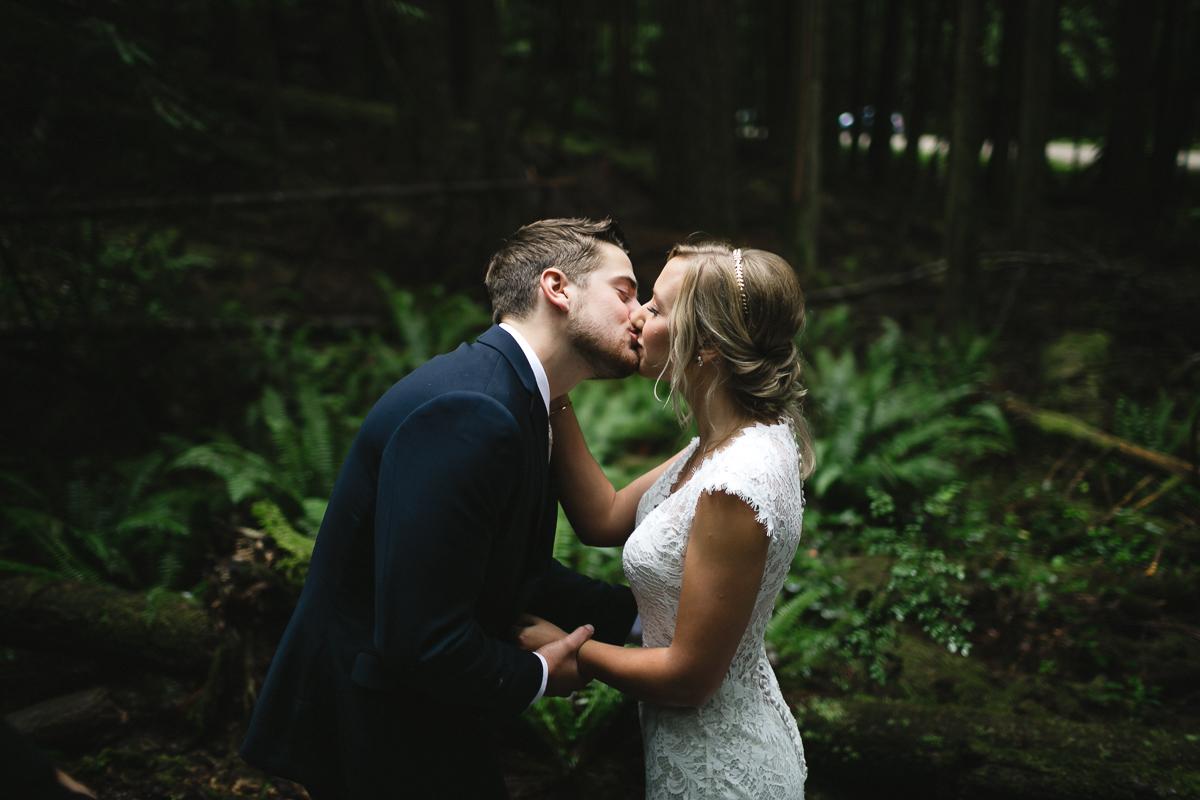 sunshine coast elopement-first kiss