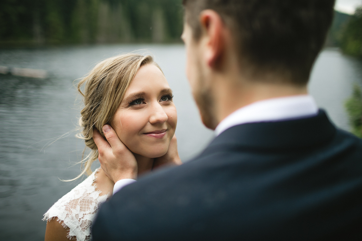 sunshine coast elopement-bride and groom lake