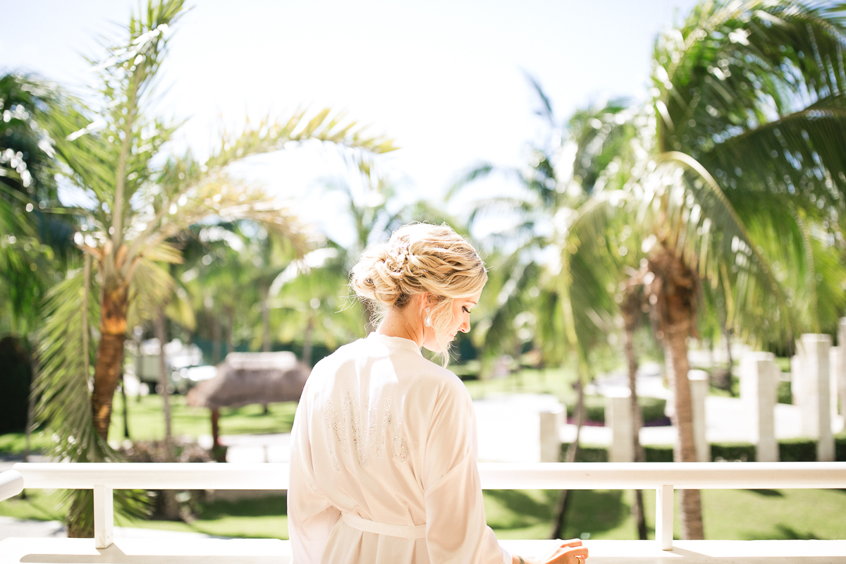 girls getting ready mexico wedding photography