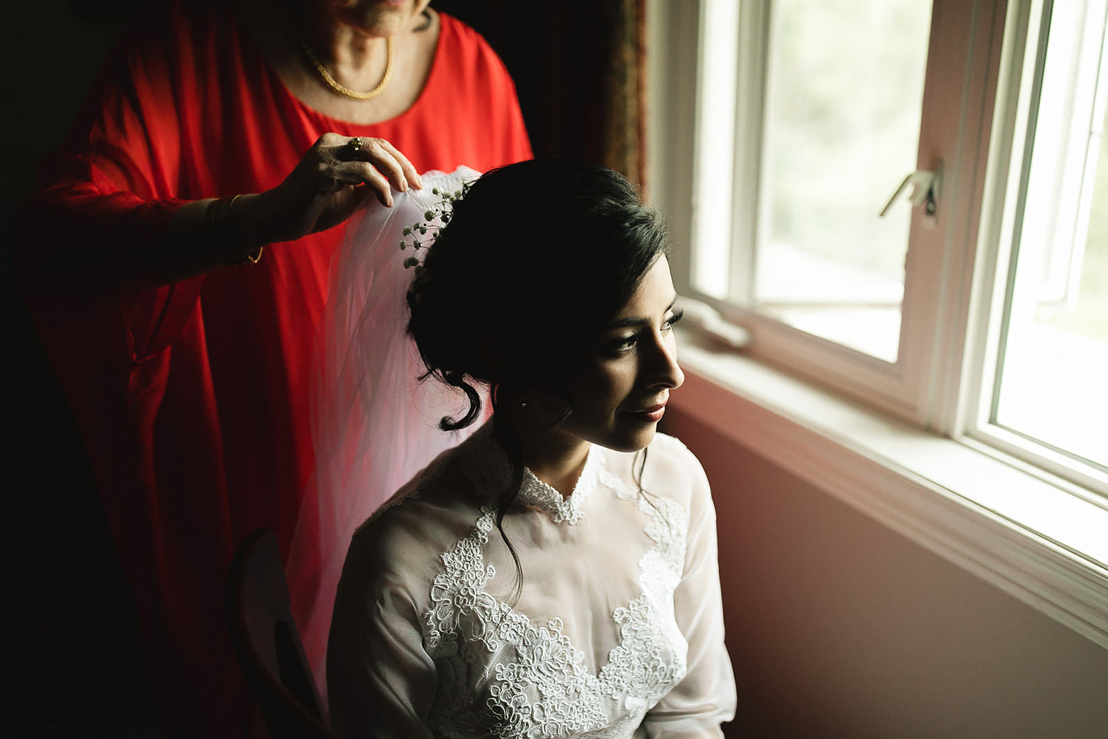 Toronto Wedding Bride getting ready