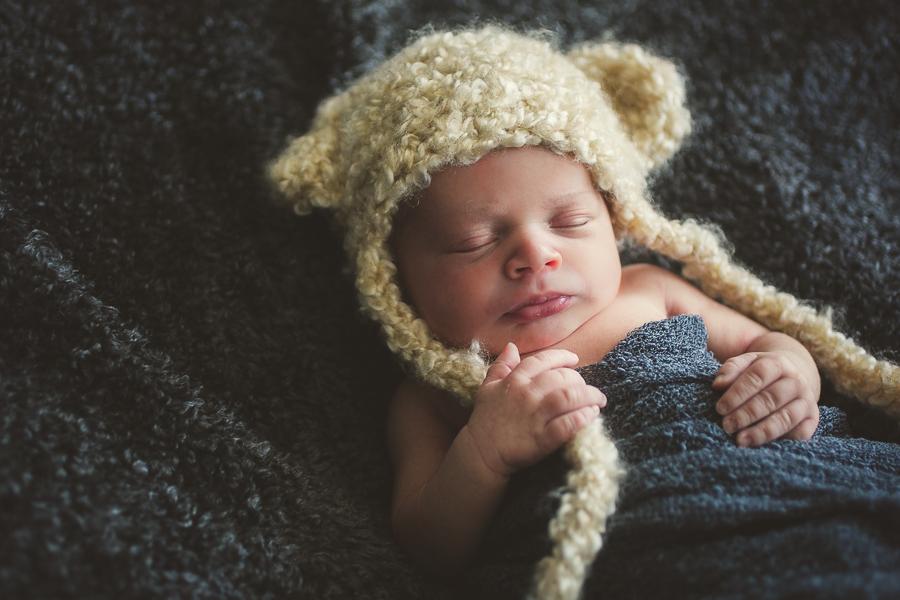 newborn photography peterborough ontario, photography studio downtown peterborough, newborn photos, portrait photographer peterborough ontario, newborn photography