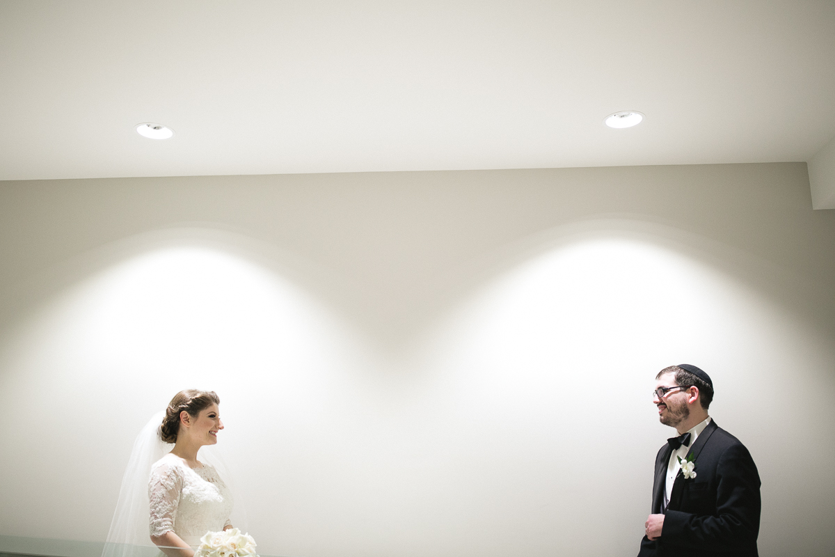 bride and groom shaarei shomayim