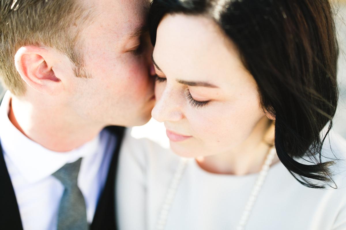 bride and groom hinterland winery