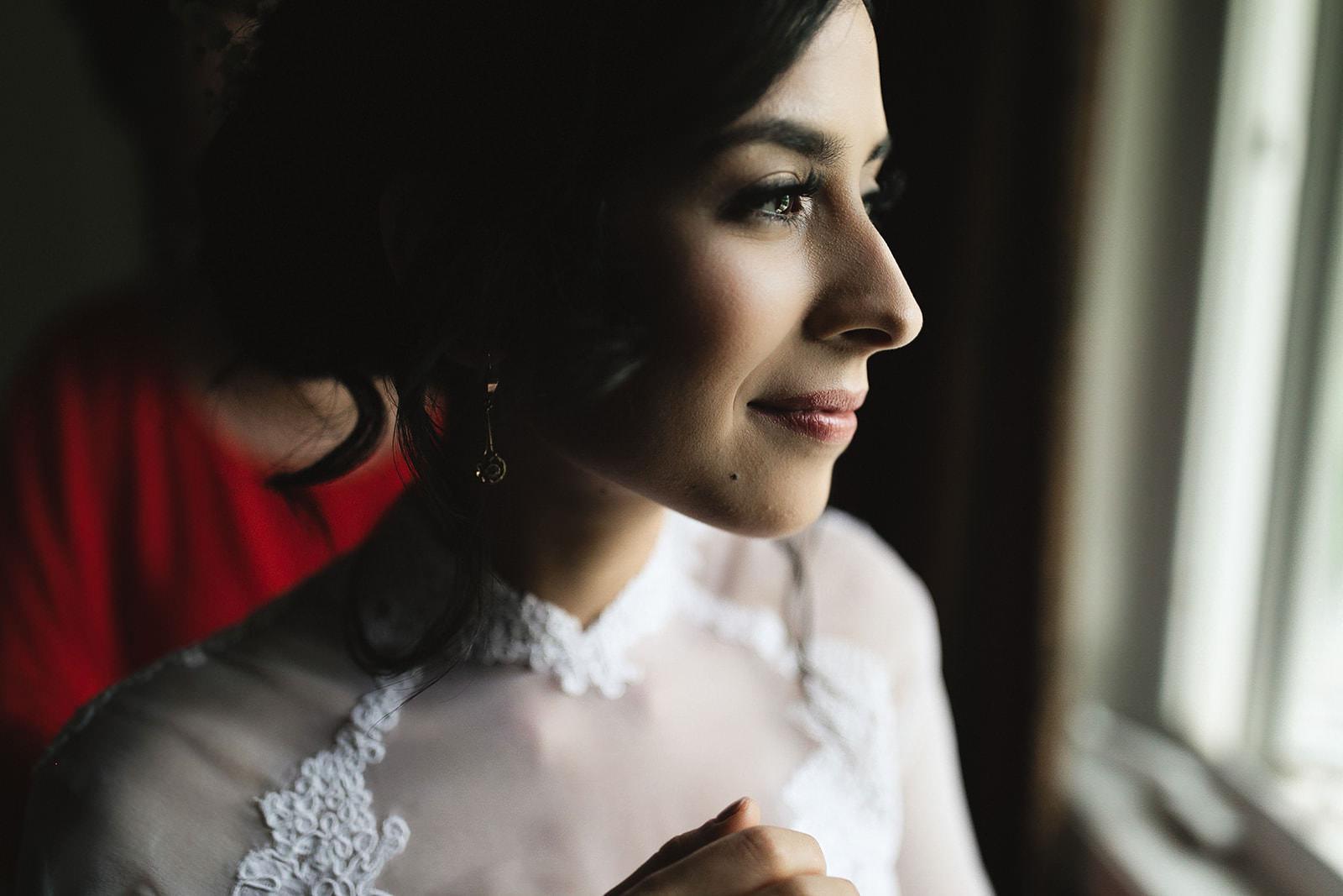 Toronto Wedding Bride getting ready