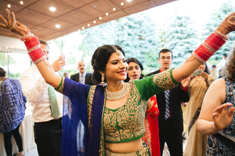 indian wedding photography dancing